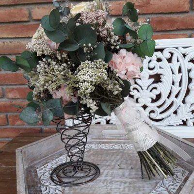 Ramo rosas preservadas y eucaliptus